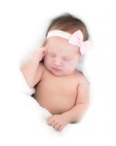 Vrijdag 25 augustus is ons kleine meisje en zusje Lynn geboren na een vlotte badbevalling thuis. Janke wij zijn jou enorm dankbaar voor deze bijzondere ervaring! Allemaal heel erg bedankt voor jullie goeie zorgen!  Liefs Lars,Bianca, Nick & Lynn